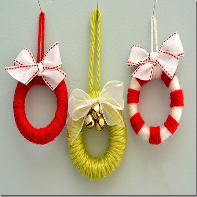 Mini wreaths - christmas ornaments from yarn