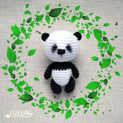 Little amigurumi panda keychain (free crochet pattern)