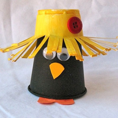 Plastic cup crow - easy & fun fall craft for kids