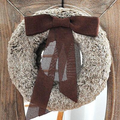 DIY Faux fur wreath - vintage winter decor