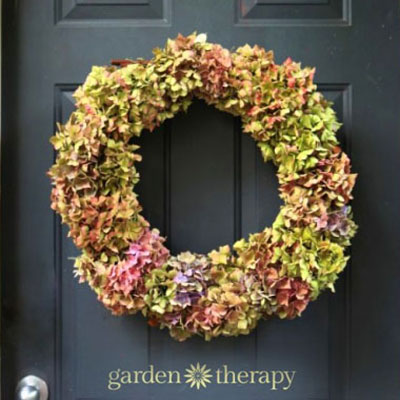Easy DIY Dried hydrangea wreath - wreath making tutorial