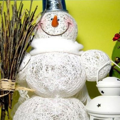 Christmas decoration snowman from yarn