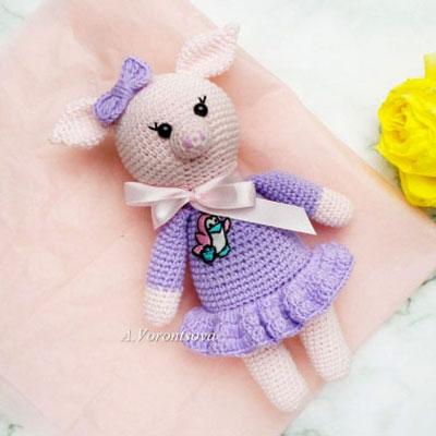 Amigurumi pig doll in purple dress (free crochet pattern)