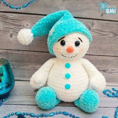Plush amigurumi snowman - free crochet pattern
