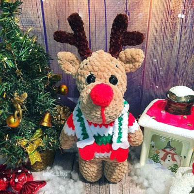 Soft amigurumi reindeer in stripey sweater (free crochet pattern)