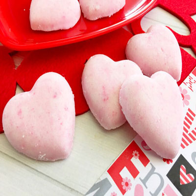 DIY Heart bath bombs - easy & quick Valentine's gift