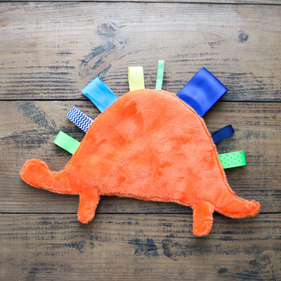 DIY Dinosaur baby tag blanket - adorable gift for babies