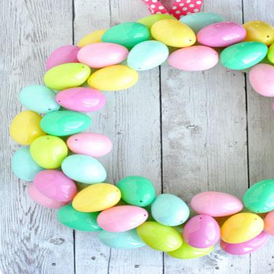 DIY Plastic Easter egg wreath - quick Easter decor