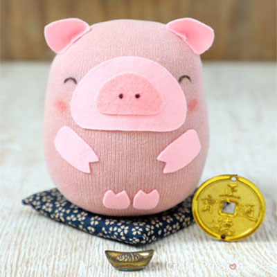 DIY sock pig - sock animal sewing tutorial