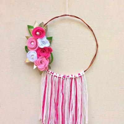 DIY Felt flower wreath - spring decoration
