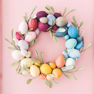 DIY Crepe paper Easter egg wreath - Easter decoration