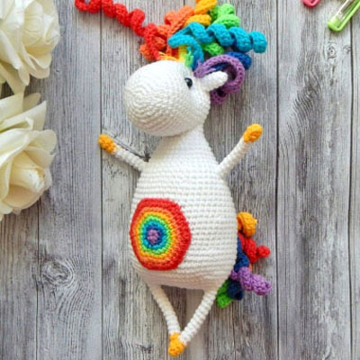 Rainbow the amigurumi unicorn (free crochet pattern)