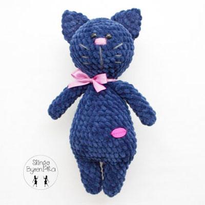 Soft blue amigurumi cat (free crochet pattern)
