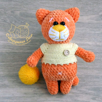 Orange amigurumi cat in sweater (free crochet pattern)