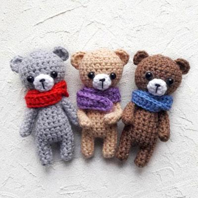Little amigurumi bear with scarf (free crochet pattern)