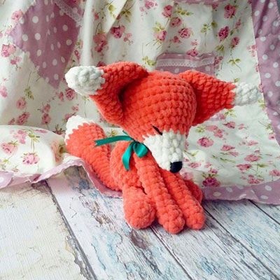 Soft sleeping amigurumi fox (free crochet pattern)