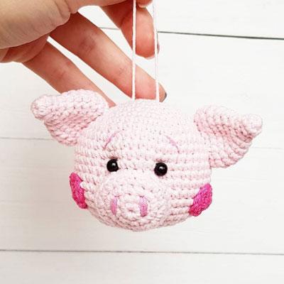 Amigurumi pig christmas tree ornament (free crochet pattern)