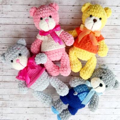 Soft little amigurumi bear in sweater (free crochet pattern)