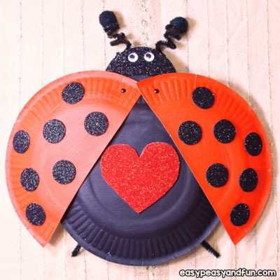 Paper plate ladybug with movable wings - spring craft for kids