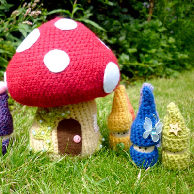 Amigurumi toadstool house and cork gnomes (free crochet patterns)