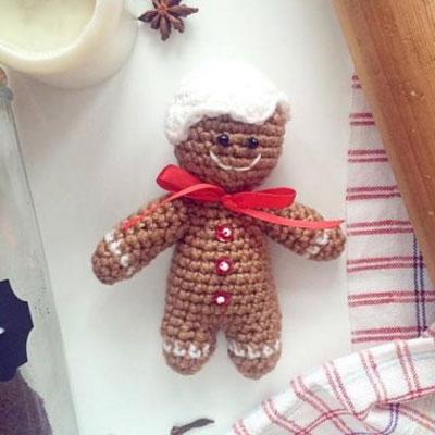 Amigurumi gingerbread man (free crochet pattern & video tutorial)