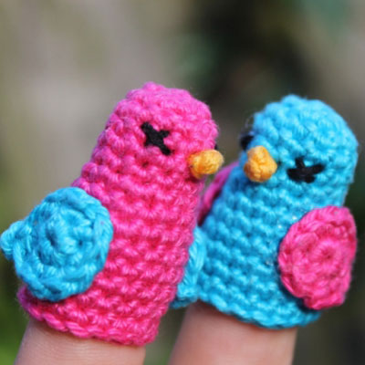 Little crochet bird finger puppet (free crochet pattern)