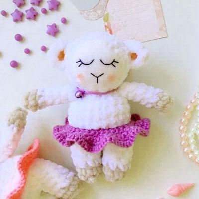 Sleeping amigurumi lamb in ruffled skirt (free crochet pattern)