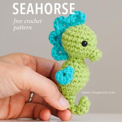 Little amigurumi seahorse keychain (free amigurumi pattern)
