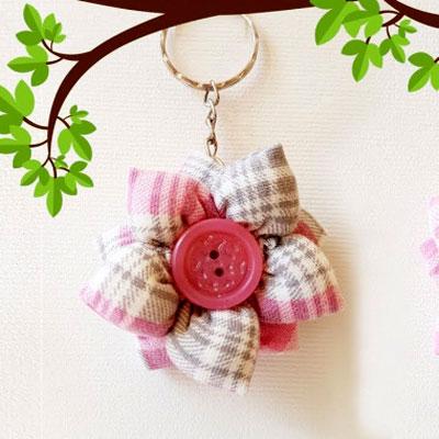 Easy DIY Fabric flower keychain (bag charm) - upcycling craft