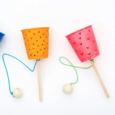 Easy DIY cup and ball game - plastic cup craft for kids
