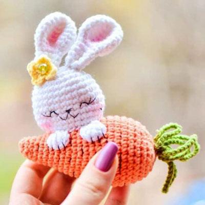Little amigurumi bunny with carrot (free amigurumi pattern)