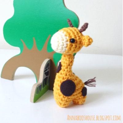Sleeping Giraffe Amigurumi free crochet pattern - Amigu World | 400x400