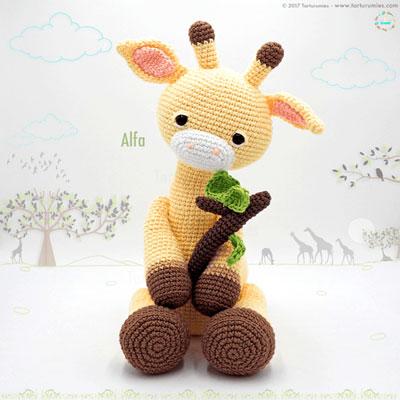 Heart & Sew: Julie's Giraffe - Free Crochet / Amigurumi Pattern | 400x400