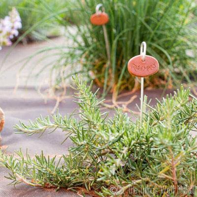 Easy DIY Clay garden markers - garden decoration