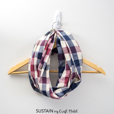 DIY Infinity scarf (free pattern and sewing tutorial) - sewing for beginners