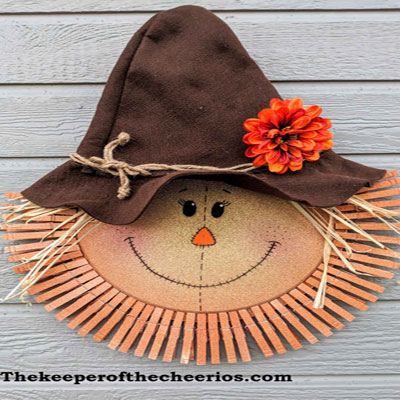 DIY Scarecrow pizza pan and clothespin wreath (fall wreath making tutorial)