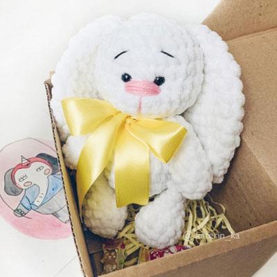 Soft white bunny (free amigurumi pattern)