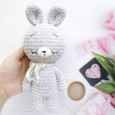 Soft sleeping amigurumi bunny (free crochet pattern)
