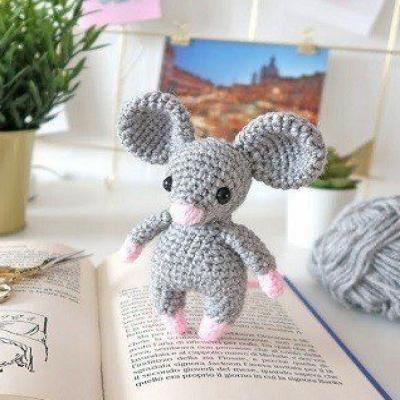 Little amigurumi mouse (free amigurumi pattern)