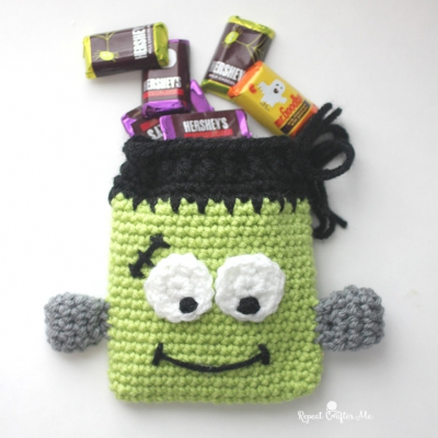 Crochet Frankenstein monster candy pouch (free crochet pattern)