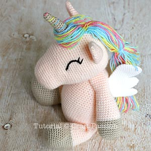 Adorable winged amigurumi unicorn (free amigurumi pattern)