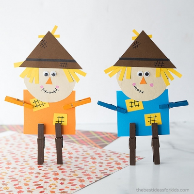 Adorable clothespin scarecrow - fall craft for kids (free printable template)