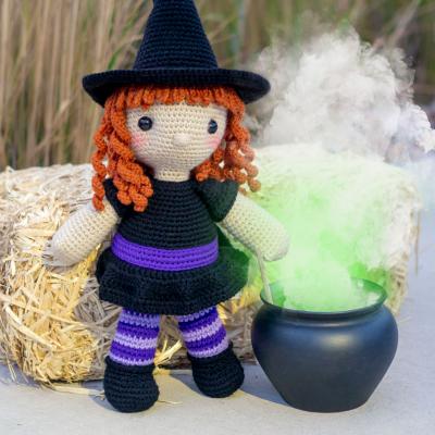 Regina the amigurumi witch ( free amigurumi pattern )