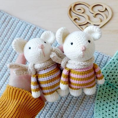 Adorable baby amigurumi mouse in scarf (free amigurumi pattern)