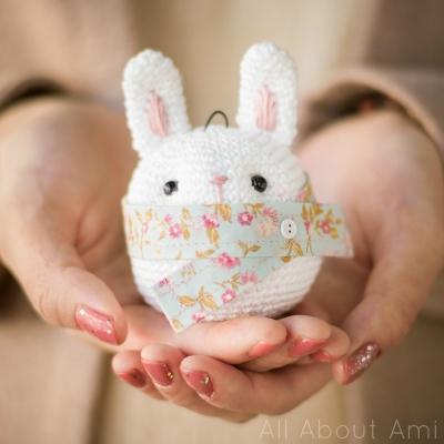 Amigurumi bunny ornament (free amigurumi pattern)