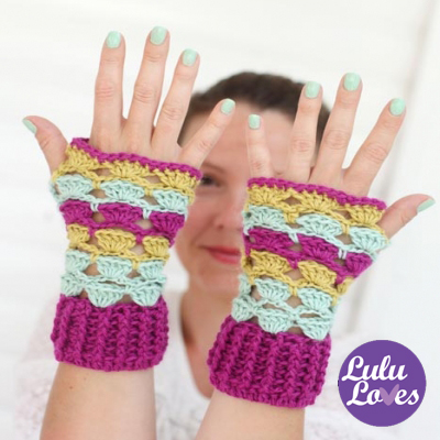 Colorful shell wrist warmers - free crochet pattern