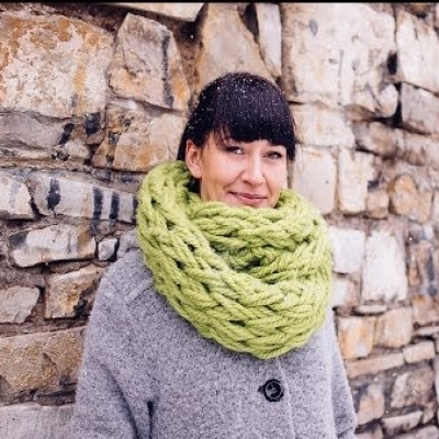 Simple DIY Hand knitted warm winter scarf