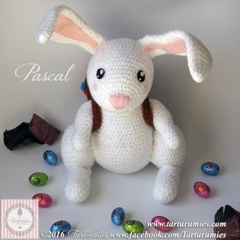 Pascal the amigurumi Easter bunny (free amigurumi pattern)