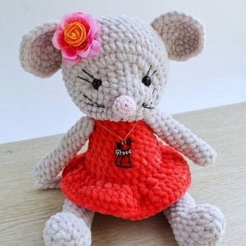 Soft amigurumi mouse doll (free amigurumi pattern)