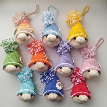 Amigurumi Christmas gnome ornament - free amigurumi pattern